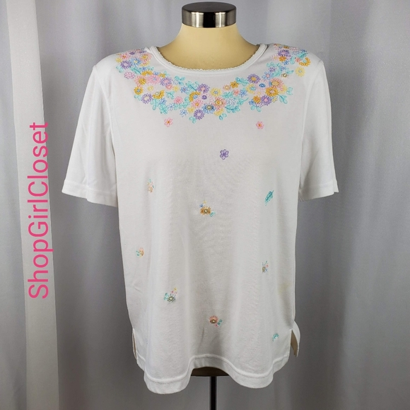 🆕️KORET Embroidered Floral Tee - Size L